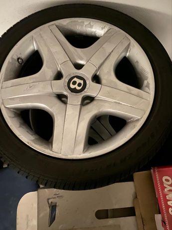 Jantes com pneu (Bentley)
