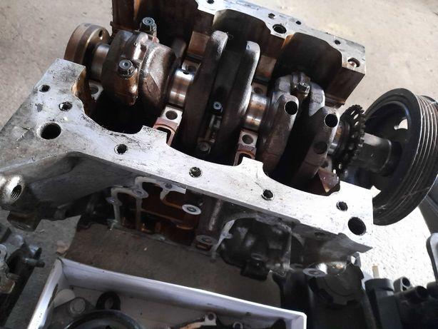 Toyota yaris 1.0 silnik na czesci