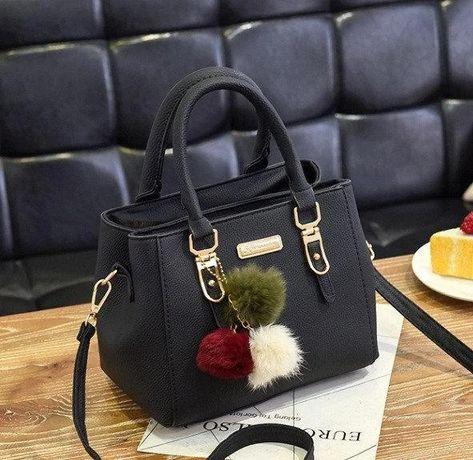 Женская мини сумка сумочка на плечо для девушки с меховым брелком