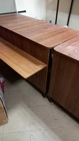 Столы прилавки торговые. прочные.