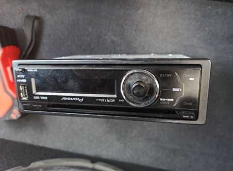 Radio Pionier DEH-4000UB