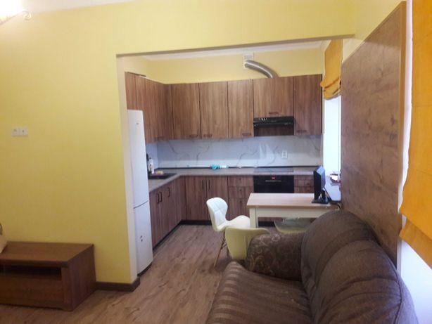 Оренда 2-ох кімнатної квартири  (довгострокова в центрі міста)