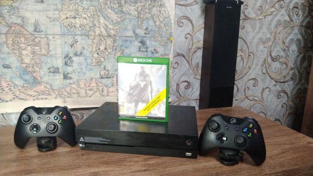 Xbox One X, 1tb, 2 геймпада + диск
