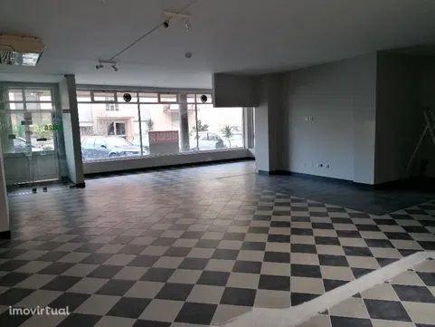 Loja C/ Amplas Montras, 2 WC e Lugar Garagem-Ermesinde