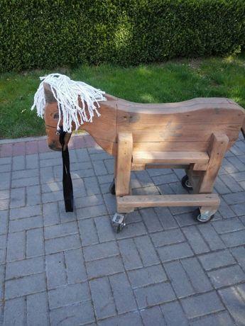 Koń na kółkach