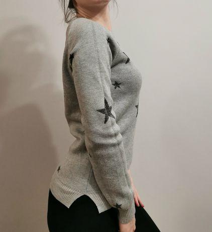 Sweter w gwiazdy z srebrną nitką House rozm. XS