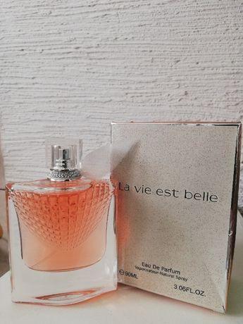 Perfumy pojemność 90 ml.