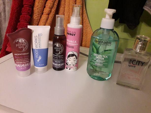 Zestaw kosmetyków damskich