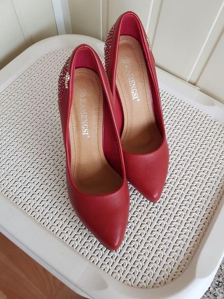 Шикарные туфли! Туфли-лодочки красные,натуральная кожа!