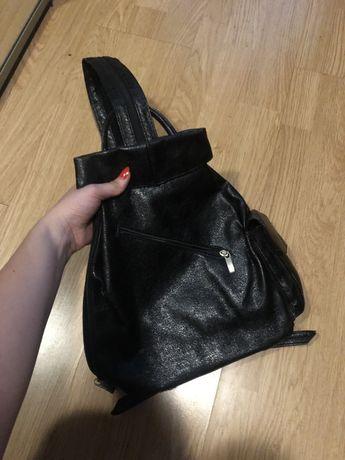 Czarny plecak, torebka