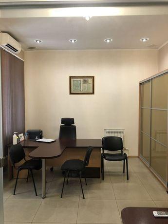 Продам офисное помещение в центре города.
