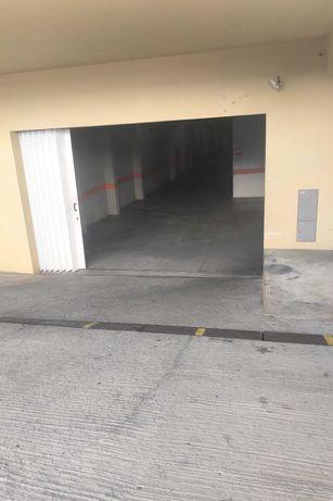 Garagem Arrenda-se  na Baixa da Banheira