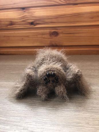 Интерьерная игрушка паук крючком