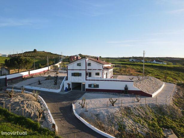 Moradia T4+1 Renovada em Alenquer C/ Vista Campo