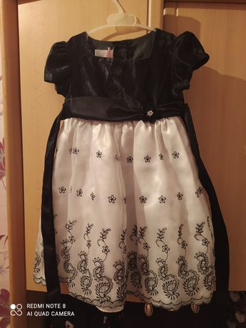Продам платье на 3 года.