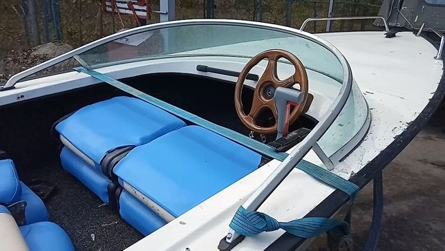 Фирменная пластиковая лодка Squalo Италия