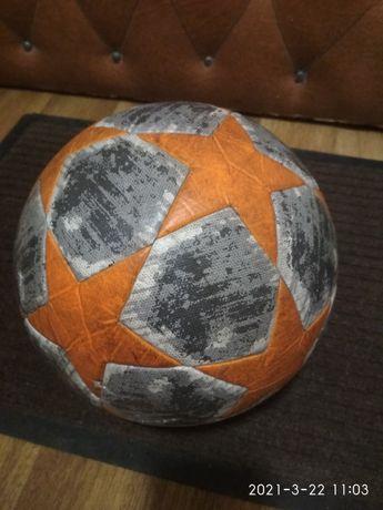 Реставрація футбольних... Мячей