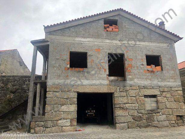 Moradia V4 em Construção