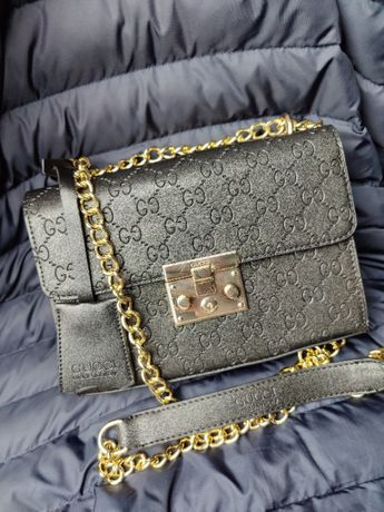 Torebka czarna skórzana Gucci listonoszka Premium wytłaczana Premium