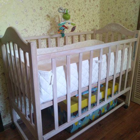Кроватка детская с матрасом и защитными бортиками