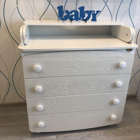 Кроватка и пеленальный столик+комод для малыша.