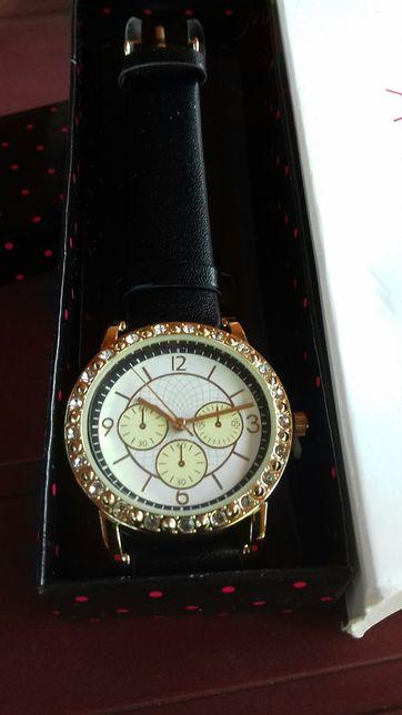 Zegarek damski firmy avon.