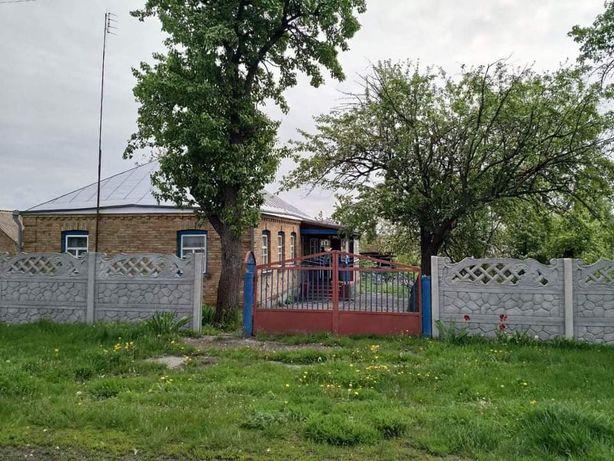 Будинок у селі Бурти