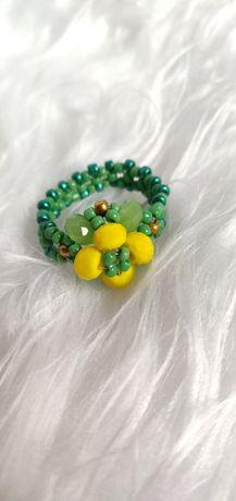 Pierścionek ręcznie robiony. Żółto zielony kwiat.