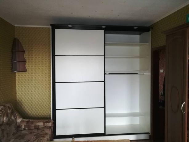 Шкаф купе, черно-белый
