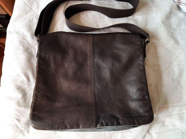 Мужская кожаная сумка бренда John Rocha.