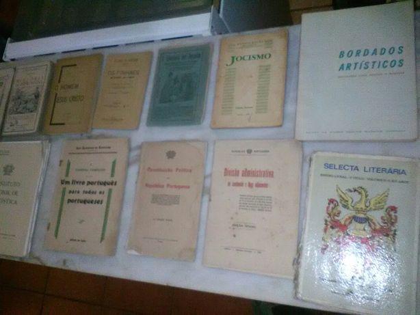 Conjunto de 12 Livros Antigos Diversos