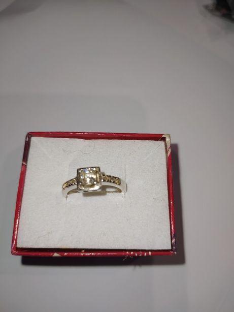 pierścionek z cyrkoniami srebro pr 0,925 34zł