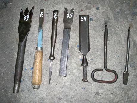 Zestaw starych narzędzi stolarskich