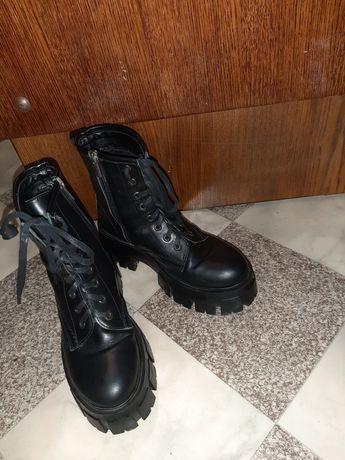 Взуття зимове жіноче
