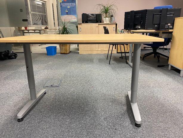 Praktyczne biurko z regulacją wysokości!