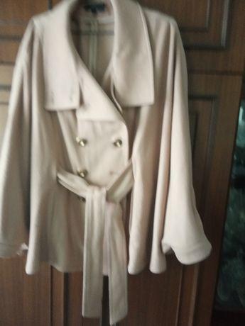 Пальто-пончо батального размера