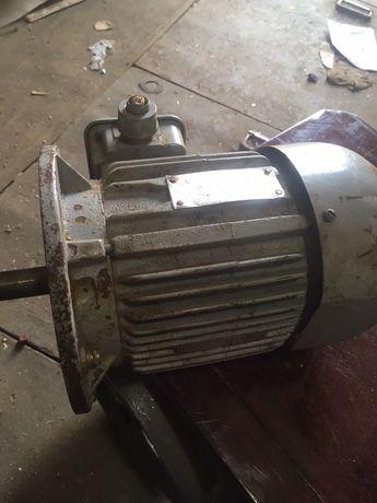 Электродвигатель 1,5 кВт/3000 об/мин. мотор.