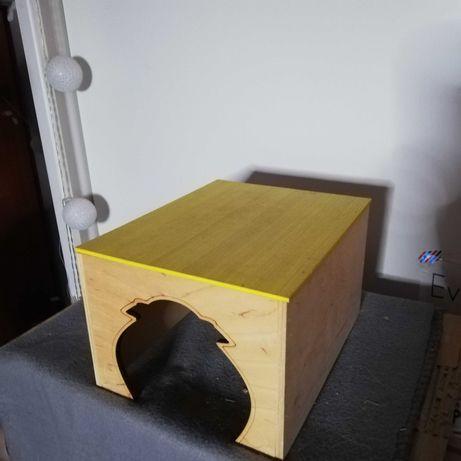 Drewniany domek dla swinki morskiej lub małego królika