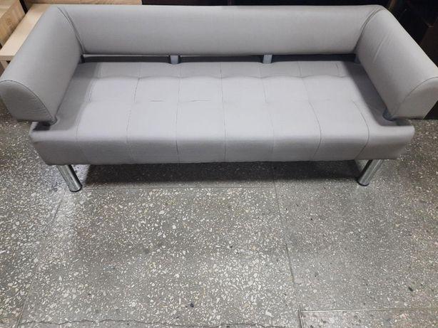 Офисный диван светло-серого цвета