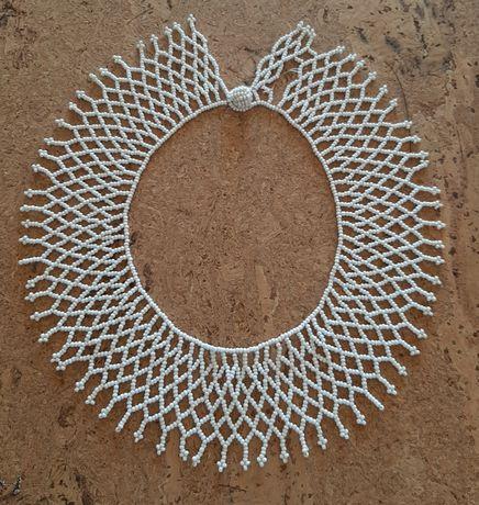Colar curto missangas brancas, artesanato africano