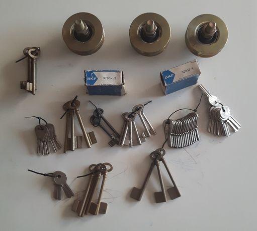 Lote fechaduras, rodas, rolamentos e chaves várias (Ler descrição)