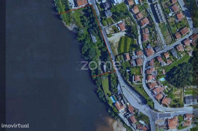 Terreno com 8.000m2 em primeira linha no Rio Douro