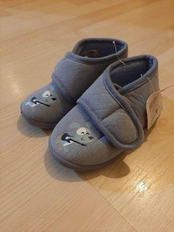 Miękkie buciki dla chłopca