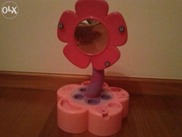 Espelho em Flor cor de rosa para jóias