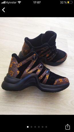 Кроссовки (новые)