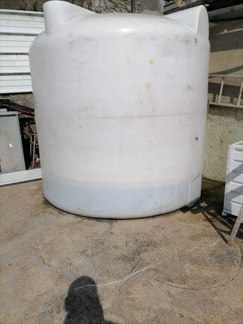 Depósito para água uzado mas em bom estado.
