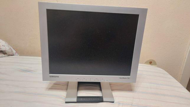 Монитор Samsung syncmaster 152 s