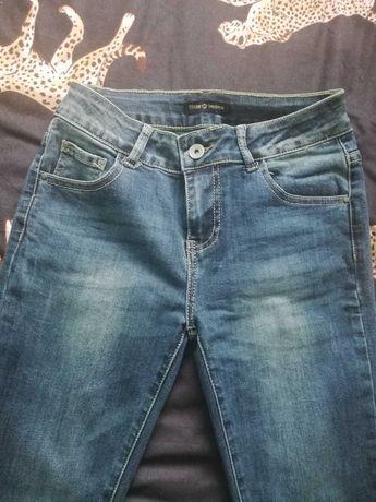 Spodnie rurki z zamkami