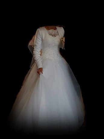 - Suknia  ślubna -
