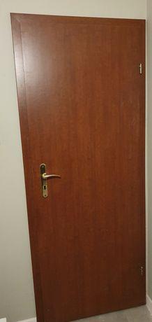 9 par drzwi z futryną